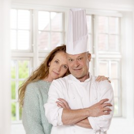 """Hørning Husets kogebog """"Kokken og Kærligheden"""""""