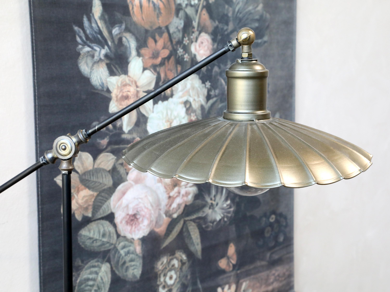 Standerlampe i Hørning Huset fra mærket Chic Antique