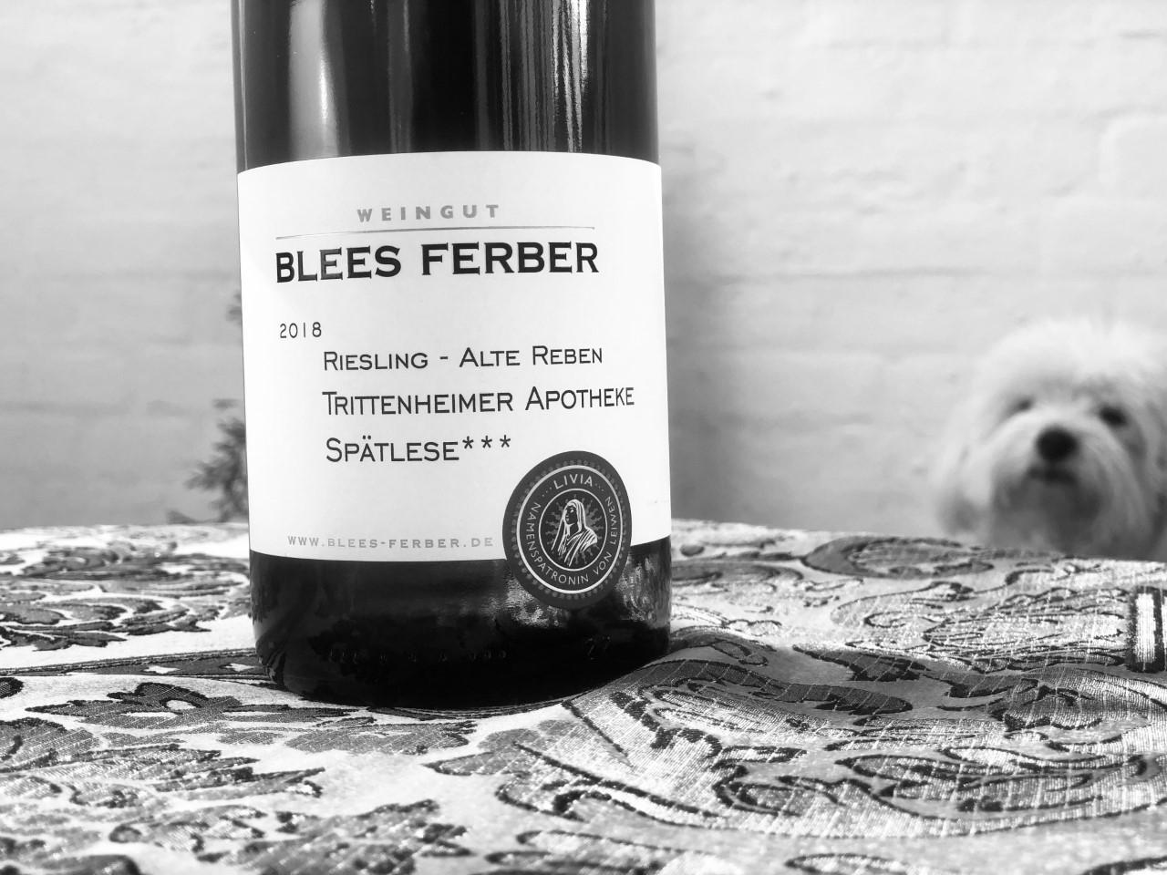 """""""Frække mellemste bror"""": Lavet på ældre vinstokke og giver friskheden og sprødheden lidt mere mineralitet og afrundet smag af hvidvin Riesling Alte Reben Trittenheimer Apotheke Spätlese, fra Blees Ferber, Tyskland"""